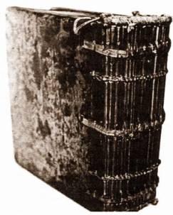В процессе подготовки книги к печати иван федоров и петр тимофеев. Они печатали часовники так же, как и большеформатные книги, делая оттиски.